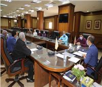 نائب محافظ سوهاج يبحث تطوير مكتبة الديوان العام ونشر الأنشطة الثقافية