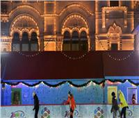 موسكو تفتتح أكبر حلبة للتزلج على الجليد في الهواء الطلق رغم وباء كورونا