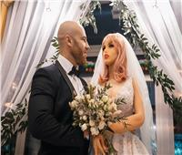 «عجائب وغرائب».. لاعب كمال أجسام يتزوج من «دمية» بعد قصة حب