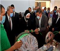 وزيرة التجارة والصناعة ومحافظ القليوبية يتفقدان عددًا من المصانع بباسوس