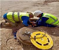 تركيب شبكات حماية للصرف الصحي للمواطنين بحي الهرم