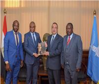 محافظ الإسكندرية يبحث مع سفير غينيا سبل توطيد العلاقات بين الجانبين