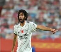 محمد النني على مقاعد بدلاء أرسنال بعد تعافيه من كورونا