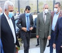 رئيس جامعة الأزهر يستقبل وزير الرياضة ويصطحبه في جولة داخل الجامعة