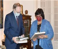 وزيرة الثقافة تبحث مع رئيس وفد الاتحاد الأوروبي تعزيز التعاون