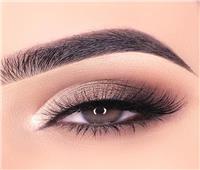 نظرة العين جذابة.. قواعد أساسية في مكياج العين