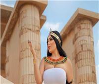 «فتاة سيشن الأهرامات».. اعتراف بـ«دفع إكراميات» في مواجهة مدافع الانتقادات