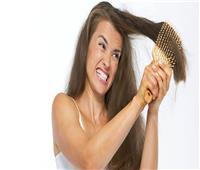 طرق علاج الشعر المتشابك.. أبرزها استخدام «وسادة ستان»