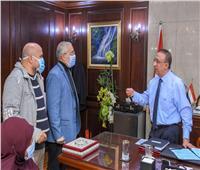 محافظ الإسكندرية يستقبل أصحاب الشكاوى ويوجه بسرعة حلها | صور