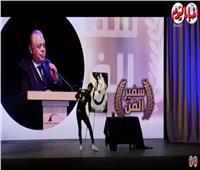 فيديو| رسام يفاجئ أشرف زكي في تكريمه ويخطف أنظار نجوم الفن