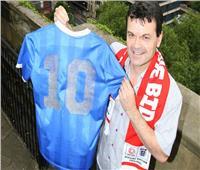 نجم إنجلترا يرفض بيع قميص «مارادونا» بمليوني دولار