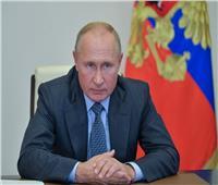 الكرملين يكشف حقيقة لقاء بوتين مع مسؤولين مصابين بكورونا