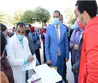 نائب رئيس جامعة أسيوط يتفقد حملة التبرع بالدم والكشف عن الأنيميا