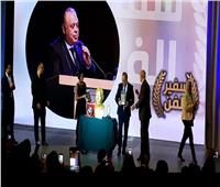 4 جوائز وتمثال .. تكريمات أشرف زكي بحضور نجوم الوطن العربي | فيديو