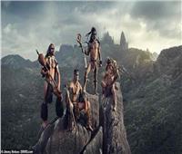 العثور على قبيلة كاملة منعزلة عن العالم.. شاهد