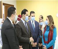 «الرعاية الصحية» تهدي درع التميز لنائب وزير الاتصالات