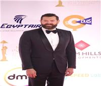 عمرو يوسف بدون كندة علوش في افتتاح «القاهرة السينمائي»