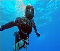 كويتي يتحدى إعاقته ويحطم الرقم القياسي بسباحة 10 كم.. شاهد