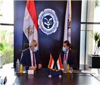 سفير العراق بالقاهرة يبحث مع رئيس هيئة الاستثمار تعزيز التعاون المشترك