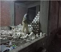 إزالة بناء مخالف بمدينة المنيا