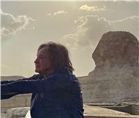الملياردير الأمريكي «محمد حديد» يزور الأهرامات