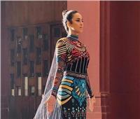 فستان بـ«مئات الآلاف».. حسناء مصرية تقود موكب المومياوات