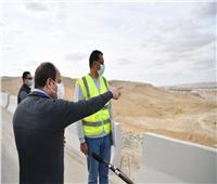 «السيسي» يتفقد مشروعات الشبكة القومية للطرق بالقاهرة والجيزة | صور