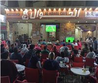 بالفيديو ... جماهير الكرة يتابعون مباراة نهائي كأس مصر علي المقاهي