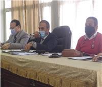 رئيس مدينة المنيا يتابع مع رؤساء القرى ملف التصالح في مخالفات البناء