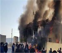 متظاهرون يحرقون مقرات جميع الأحزاب بالسليمانية في العراق