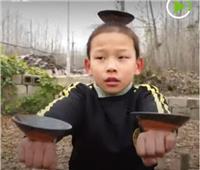 شاهد| أب صيني يدرب أطفاله الثلاثة على الفنون القتالية
