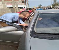 رئيس لجنة يتوجه لمساعدة مُسنة على التصويت بكفر الشيخ