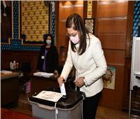 وزيرة التخطيط تدلي بصوتها في جولة الإعادة بانتخابات مجلس النواب | صور