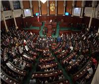 اشتباك بالأيدي وتبادل شتائم في أروقة البرلمان التونسي