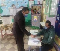 رئيس جامعة كفر الشيخ ونائبه يدليان بصوتهما في إعادة النواب
