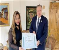 ابنة ماجدة الصباحي تتسلم جائزة النيل عن والدتها