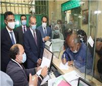 وزير الإتصالات ونائب محافظ المنوفية يتابعان صرف منحة العمالة غير المنتظمة