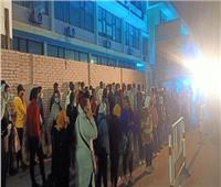 إقبال كثيف من الفتيات على إحدى لجان الاقتراع بمدينة نصر