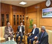 رئيس جامعة أسيوط يستقبل وزير الشباب الأسبق خلال زيارته للجامعة