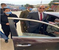 قاضي يخرج من لجنة لـ«مسن قعيد» للإدلاء بصوته بالشرقية