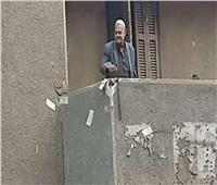 مفاجأة.. صاحب فيديو إلقاء الأموال على المواطنين بأوسيم: عايز ابقى مشهور