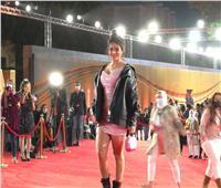 إطلالة مختلفة للفنانة أسماء جلال في «القاهرة السينمائي»| صور وفيديو