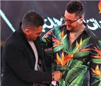 آسر ياسين يسخر من ملابس الفيشاوي.. وأحمد حلمي يٌعلق