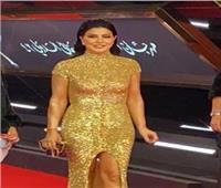 جومانا مراد تتألق بالذهبي على «ريد كاربت» مهرجان القاهرة السينمائي