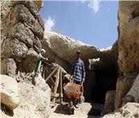 مدير آثار الفيوم يتفقد أعمال البعثة الفرنسية في «حفائر اللاهون»