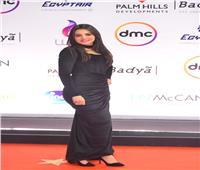 إطلالة مميزة لـ دينا فؤاد على الريد كاربت في ختام «القاهرة السينمائي»|صور