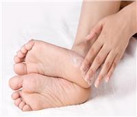 علاج سحري لخشونة وتشققات قدميك