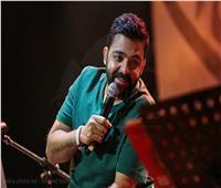 بحضور جماهيري كبير.. عمرو حسن يقدم آخر حفلاته في 2020