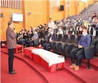رئيس جامعة سوهاج يشارك طلاب «إيناكتس» باجتماعهم التعريفي | صور
