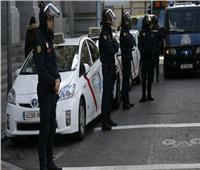 الشرطة الإسبانية تعتقل رجلين يبيعان المخدرات لتمويل حرب عرقية